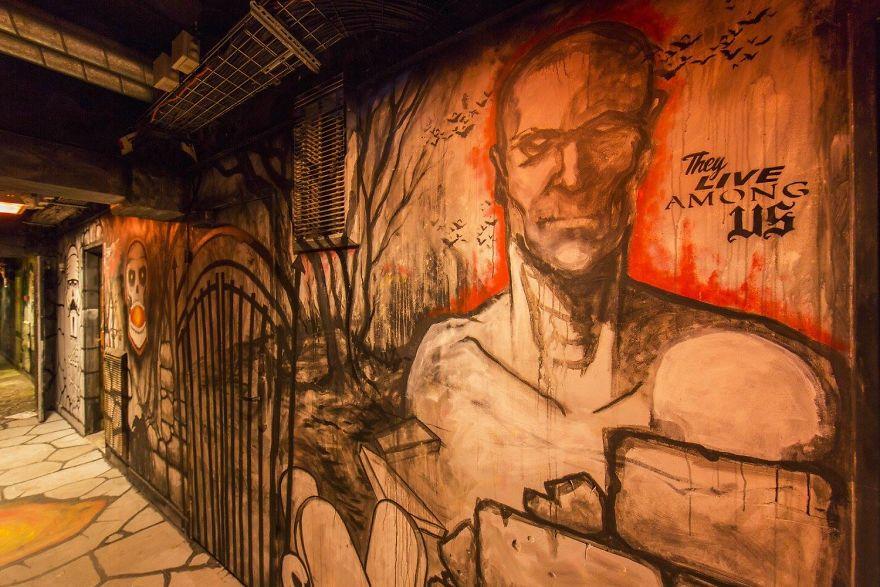 100-graffiti-artists-university-painting-rehab2-paris-596db8c372f91__880.jpg