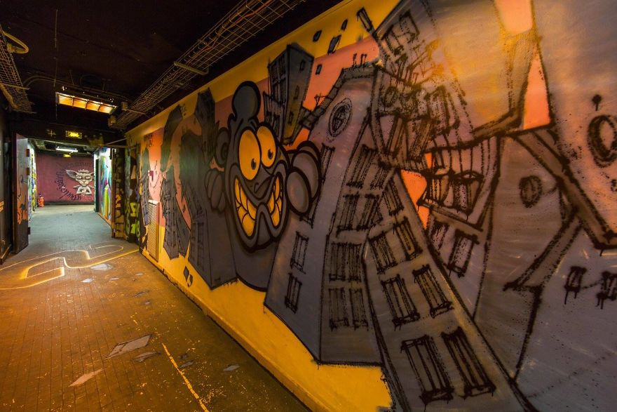 100-graffiti-artists-university-painting-rehab2-paris-596db9849be8a__880.jpg